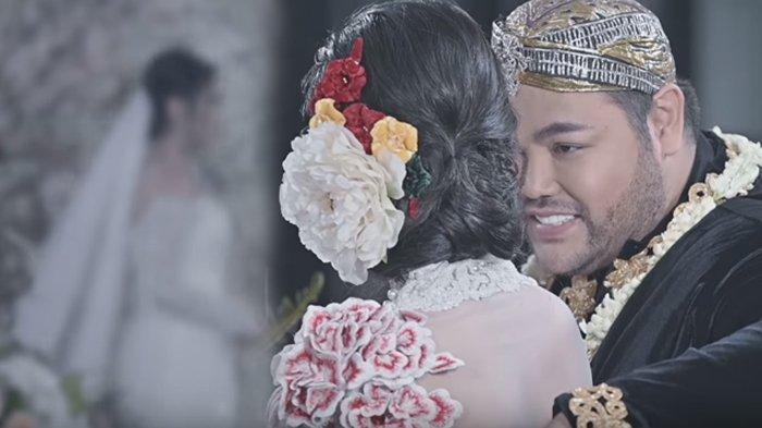 Foto Pernikahan Ivan Gunawan Cuma Gimmick, Tapi Sosok Wanitanya Dibilang Mirip Ayu Ting Ting