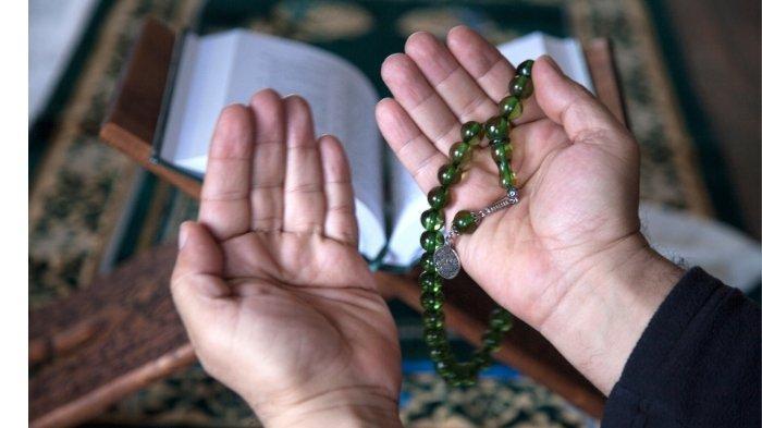 Ilustrasi berdoa dan zikir: sholawat Maula Ya Sholli Wasallim Daiman Abadan bahasa Arab