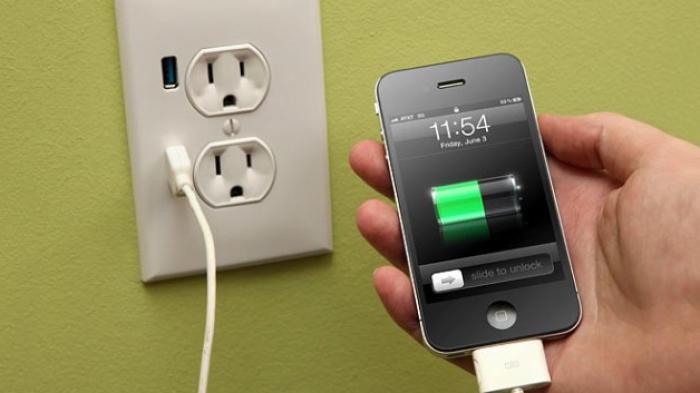 Bolehkah Isi Baterai Ponsel dengan Charger Merek Lain?