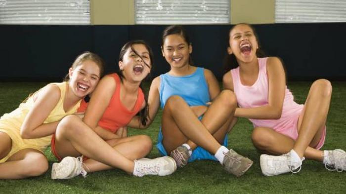 Ribuan Gadis Terserang Wabah Tawa! Selama Setahun Lebih Mereka Tertawa Tanpa Sebab