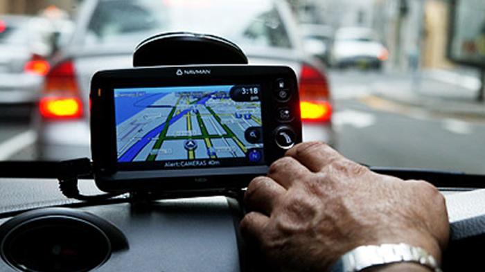 Bermotor atau Bermobil Sambil Lihat GPS Bisa Kena Surat Bukti Pelanggaran