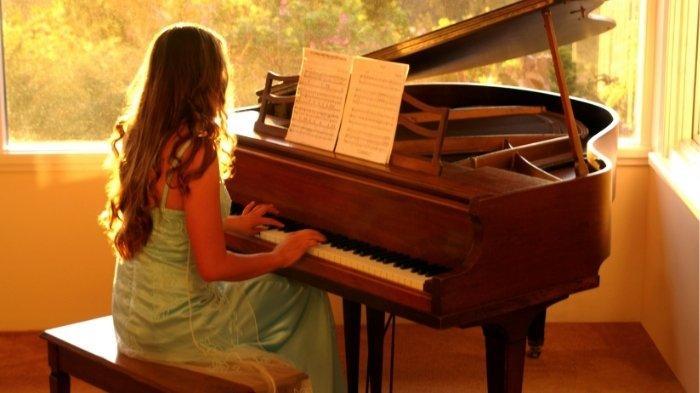 Lirik Lagu I Hope You Catch Me When I Land dan Terjemahannya, Kat Dahlia - I Think I'm In Love