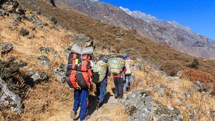 6 Jenis Porter di Gunung Semeru, Pengertian Tugas dan Fungsinya, Beban Maksimal yang Dibawa 20 Kg