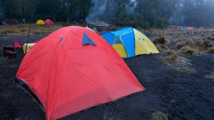 Ilustrasi tenda camping di Gunung Semeru: kuota pendakian Gunung Semeru awal Juni 2021