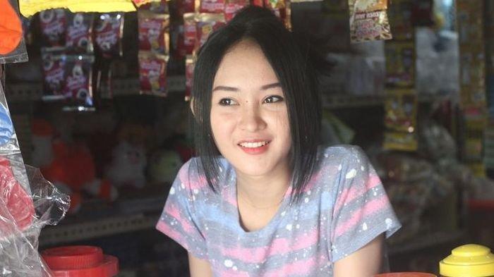 Sama-sama Cantik, Intan 'Kembaran' Anya Geraldine Viral Berkat TikTok, Warkopnya Diserbu Pelanggan