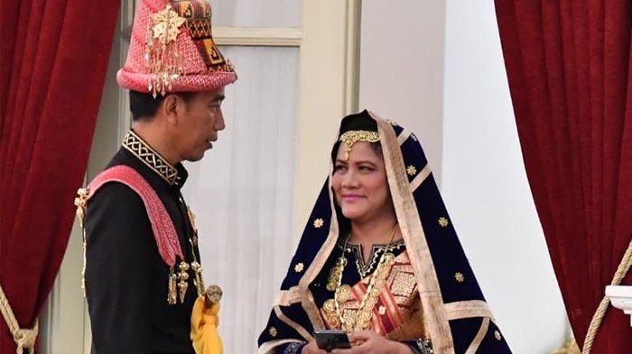 Momen Bu Iriana Saat Kaitkan Kancing Baju Presiden Jokowi, Romantis Banget!
