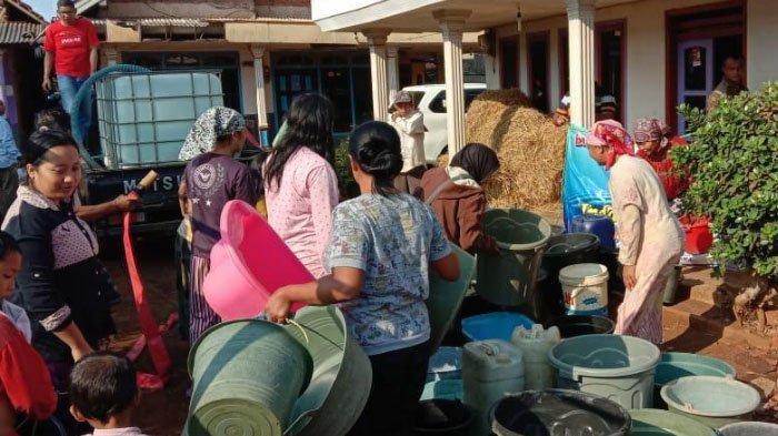 Warga Putukrejo, Kabupaten Malang Harus Tempuh Jarak 2 KM untuk Dapat Air Bersih