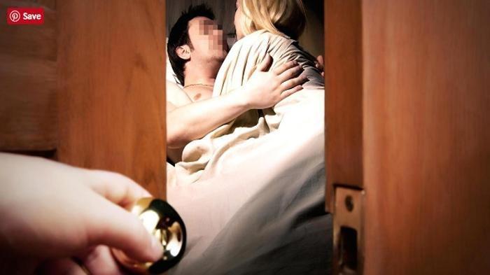 ILUSTRASI - Aksi istri yang pergoki suaminya ngamar dengan wanita lain