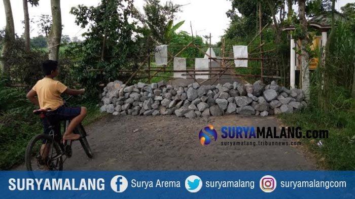 2 Desa di Tulungagung Saling Blokir Jalan Pakai Bambu dan Batu, Alasan Cegah Corona