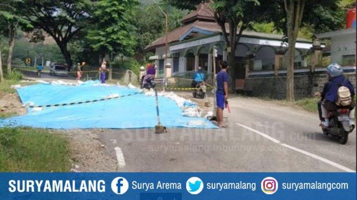Jalan Ponorogo-Pacitan Ambles Separuh, Tanah Gerak Jadi Faktor Utama