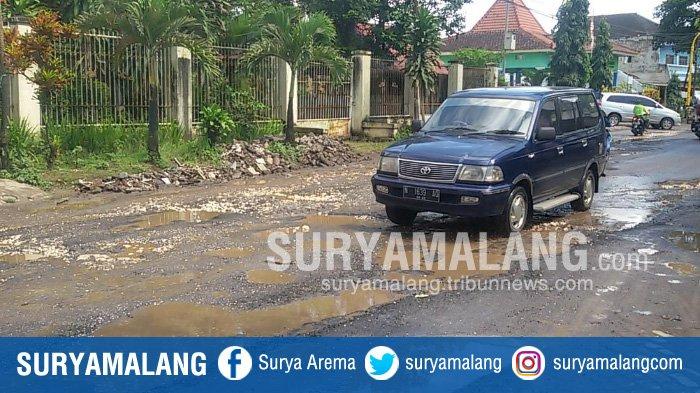 Banyak Dikeluhkan Warga Karena Buruk, Jalan Raya Talangagung di Malang Akhirnya Diperbaiki