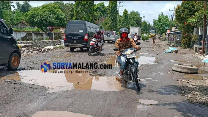 Jalan Penghubung Kediri-Blitar-Tulungagung di Puncu Rusak Parah, Warga Berharap Ada Perbaikan