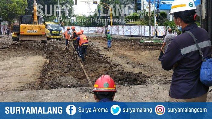 Pekerja Temukan Jalur Kereta Api Kuno di Bawah Kawasan Kayutangan Heritage, Kota Malang
