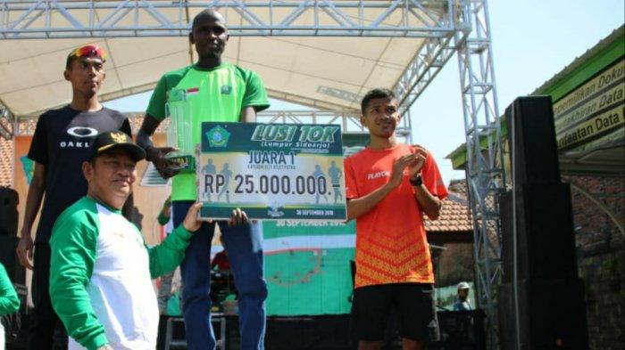 Pelari Kenya Juara Lomba Lari Lumpur Sidoarjo