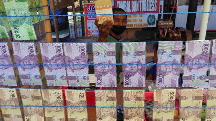 Bisnis Menggiurkan Jasa Penukaran Uang Baru untuk Lebaran, Purwanto Bisa Dapat Untung Rp 40 Juta