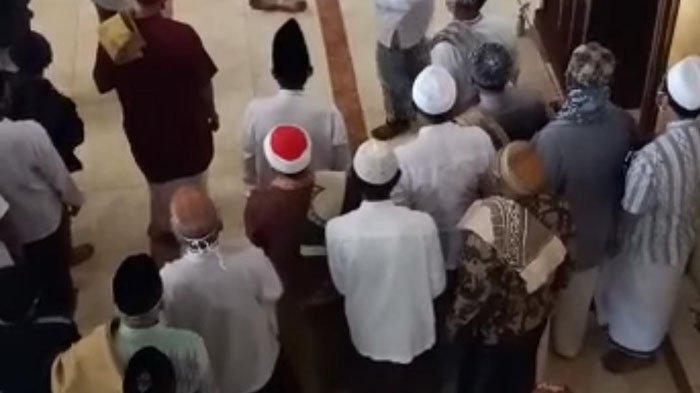 Kronologi Khatib KH Sya'roni Shodiq Meninggal Saat Salat Jumat di Masjid Al Muhajirin, Gresik