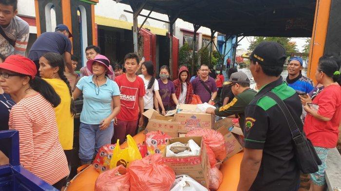 Jemaat Gereja Gresik Berikan Bantuan Untuk Buka Puasa Warga Korban Banjir