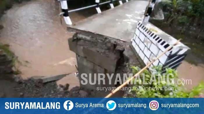 Diterjang Banjir, Jembatan Penghubung 3 Desa di Kabupaten Madiun Putus