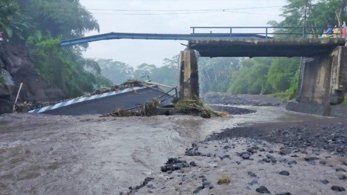 Jembatan Penghubung Desa Tempeh-Sememu Setahun Putus, Bupati Lumajang Janji akan Dibangun 2022
