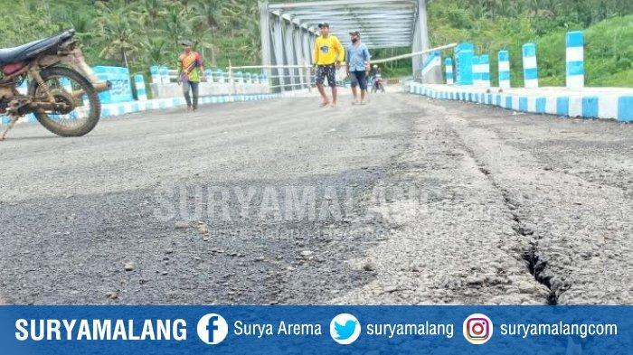 Jalan Menuju Jembatan Srigonco Rusak, Bupati Malang Serukan Perbaikan dan Tunda Peresmian
