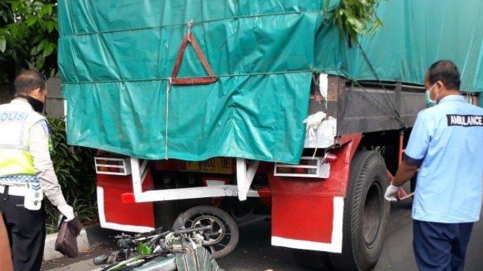 Pengendara Motor Asal Ngawi Tewas Setelah Tabrak Truk Gandeng di Jalan Lingkar Timur Sidoarjo