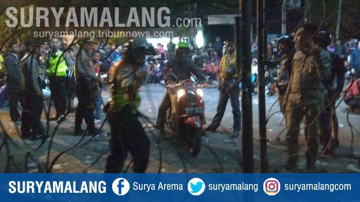 BREAKING NEWS - Kota Kediri Mencekam Malam Ini, Buntut Tawuran Berdarah Suporter Persik dan PSIM