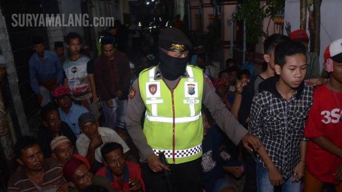 VIDEO - Ketika 2.000-an Orang Antre Zakat Maal dari Keluarga Kaya di Surabaya - jl-kalimas-madya-iii-surabaya_20180611_225633.jpg