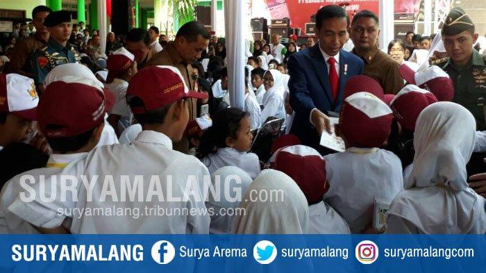 Dalam Acara di Kota Malang, Presiden Jokowi Minta Siswa Maju, Kok Tidak Ada yang Maju?