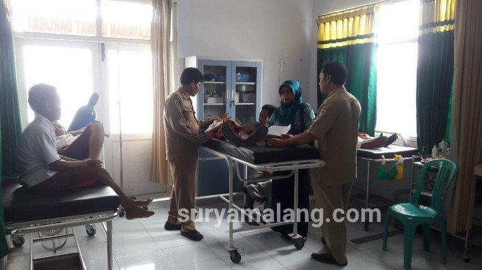 Pria Bermotor Tiba-tiba Bagikan Minuman Gratis, 25 Siswa SD di Jombang Keracunan