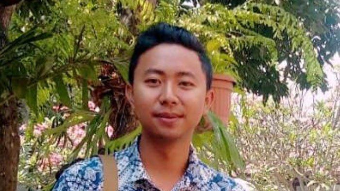 Jonathan, Mahasiswa UWG Raih Prestasi KMI Awards Lewat Kerajinan Etnik