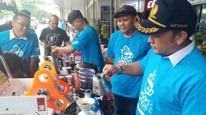 PT KAI Bagikan Gratis 2500 Cup Kopi Lokal di Stasiun Madiun Selama Dua Hari