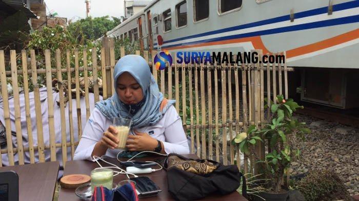 Rodjo Kopi Malang, Kedai Kopi yang Tawarkan Sensasi Minum Kopi Sambil Lihat Kereta Api