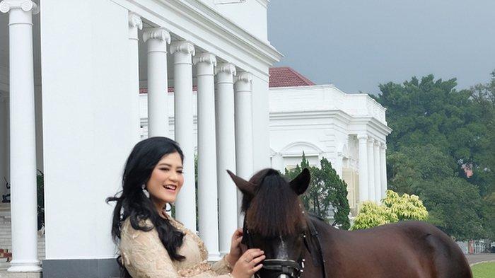 Kahiyang Ayu Hamil Besar, Fotonya Depan Istana Bikin Warganet Jatuh Cinta