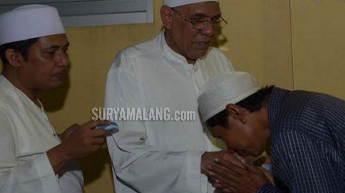 VIDEO - Ketika 2.000-an Orang Antre Zakat Maal dari Keluarga Kaya di Surabaya - kalimas-madya-iii-surabaya_20180611_230432.jpg