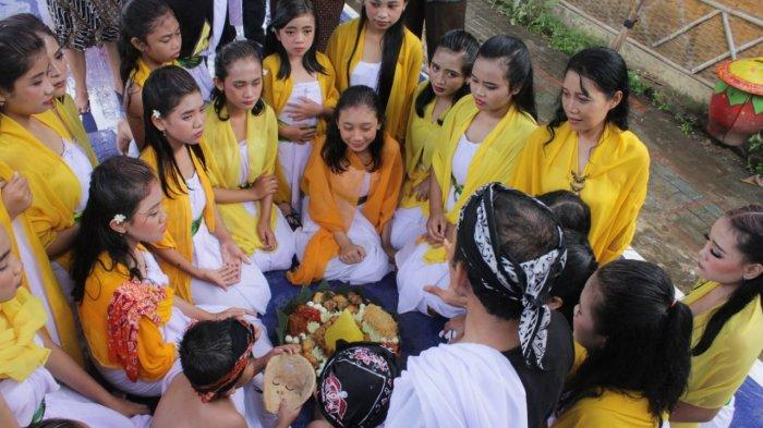 Awali Upacara Penitisan Topeng, Kampung Budaya Polowijen Gelar Sesekaran Topeng Malang
