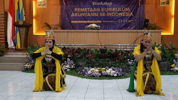 Tari Putri Jawi dari Malang Pukau Ratusan Peserta Workshop di Surabaya