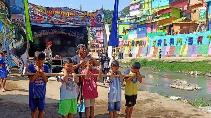 Kolaborasi Pentahelix Meriahkan Festival Kali Brantas Berwarna