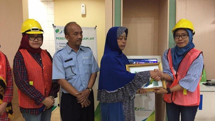 BPJS Ketenagakerjaan Surabaya Rayakan Hari Buruh Internasional Dengan Tampil Ala Pekerja Proyek