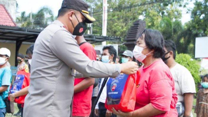 Polres Blitar Kota Salurkan Bantuan Sosial 51 Ton Beras ke Warga Terdampak PPKM Darurat