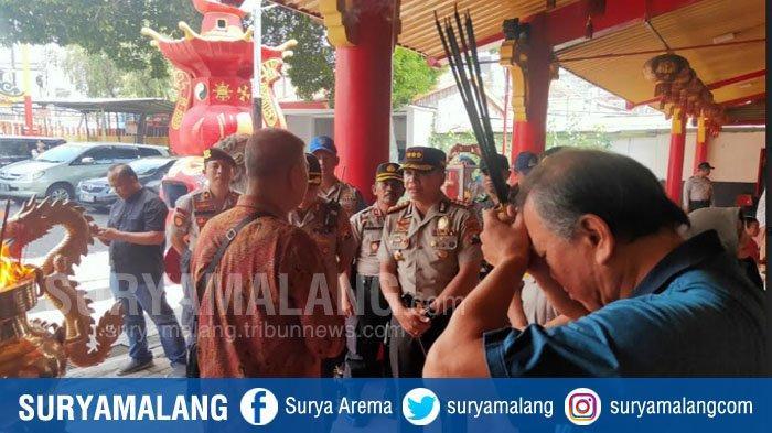 Polisi Bersenjata Lengkap Diterjunkan Amankan Perayaan Imlek di Klenteng Eng An Kiong Kota Malang