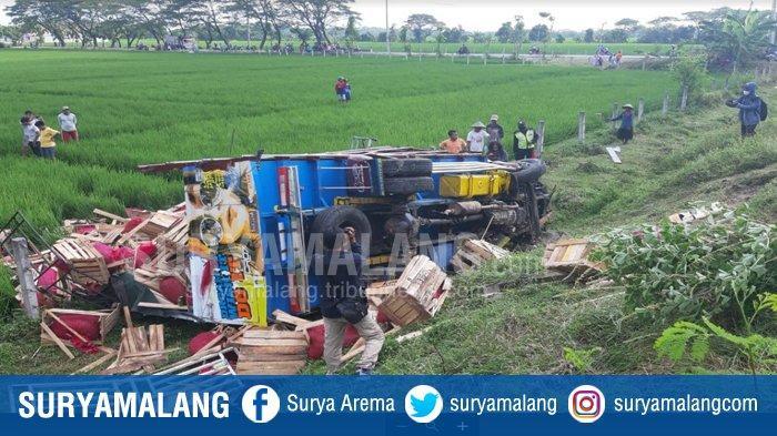 Warga Turen Malang Tewas di Tol Ngawi, Truk Muat Cabe Tabrak Truk Lain karena Pecah Ban
