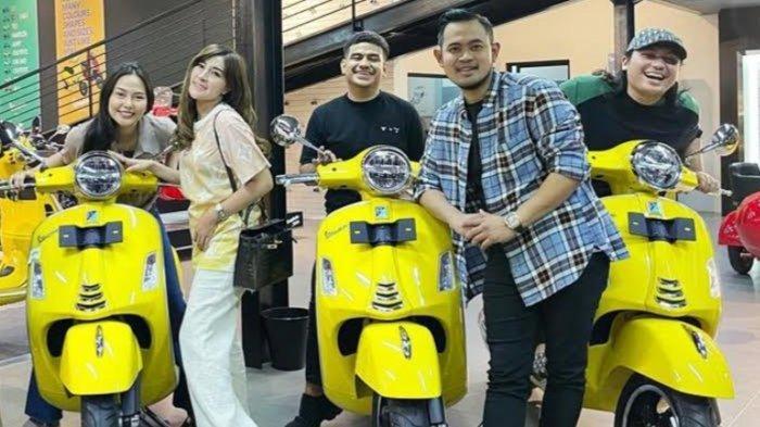 Crazy Rich Malang Kasih Surprise Vespa Mahal Buat Keanu Agl, Dara Arafah, Fadil Jaidi, dan Aan Story