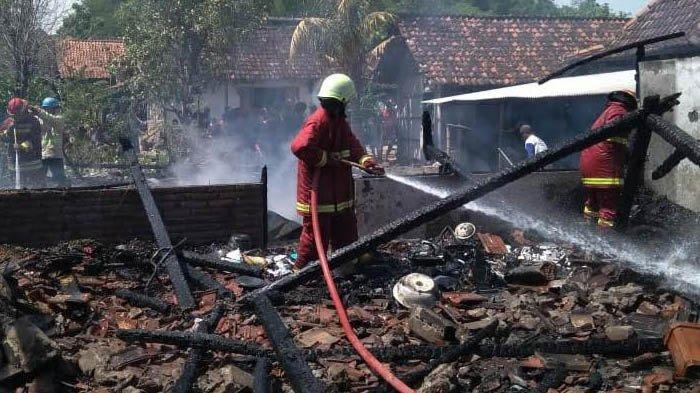 Diduga Akibat Korsleting Listrik, 4 Rumah di Trucuk Bojonegoro Terbakar