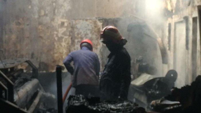 Kebakaran Hanguskan 2 Bangunan di Jalan Jaksa Agung Suprapto, Gresik