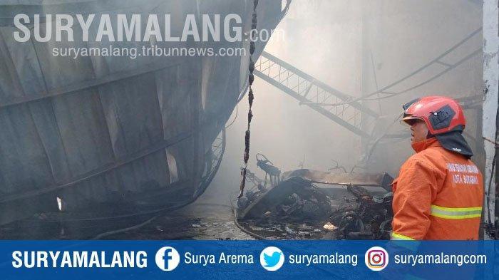 Kebakaran Hanguskan Rumah Produksi Mebel di Surabaya, 6 Motor Karyawan Ikut Terbakar