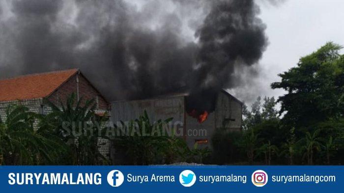 Kebakaran Pabrik Scaffolding di Sidoarjo, Seorang Karyawan Tewas dan Empat Orang Terluka