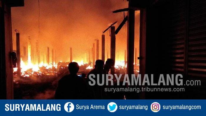Kebakaran di Pasar Pon Trenggalek Hanguskan Ratusan Kios dan Los