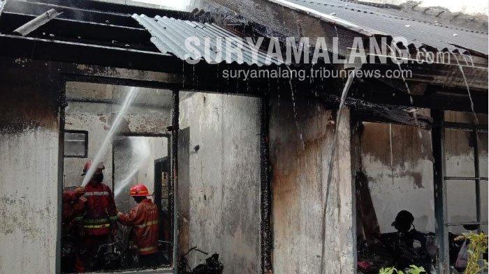 Korsleting Listrik Picu Kebakaran Rumah di Jalan Danau Ranau, Kota Malang, 4 Motor Hangus Terbakar