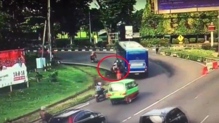 VIDEO : Detik-detik Dokter Terlindas Bus di Bogor, Pengendara Motor Langsung Berhenti