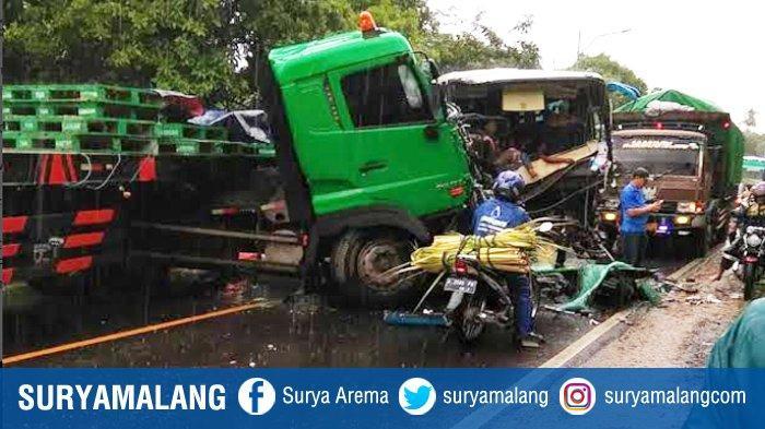 Kronologi Kecelakaan Lalu Lintas Bus Pariwisata Vs Truk Trailer di Lumajang